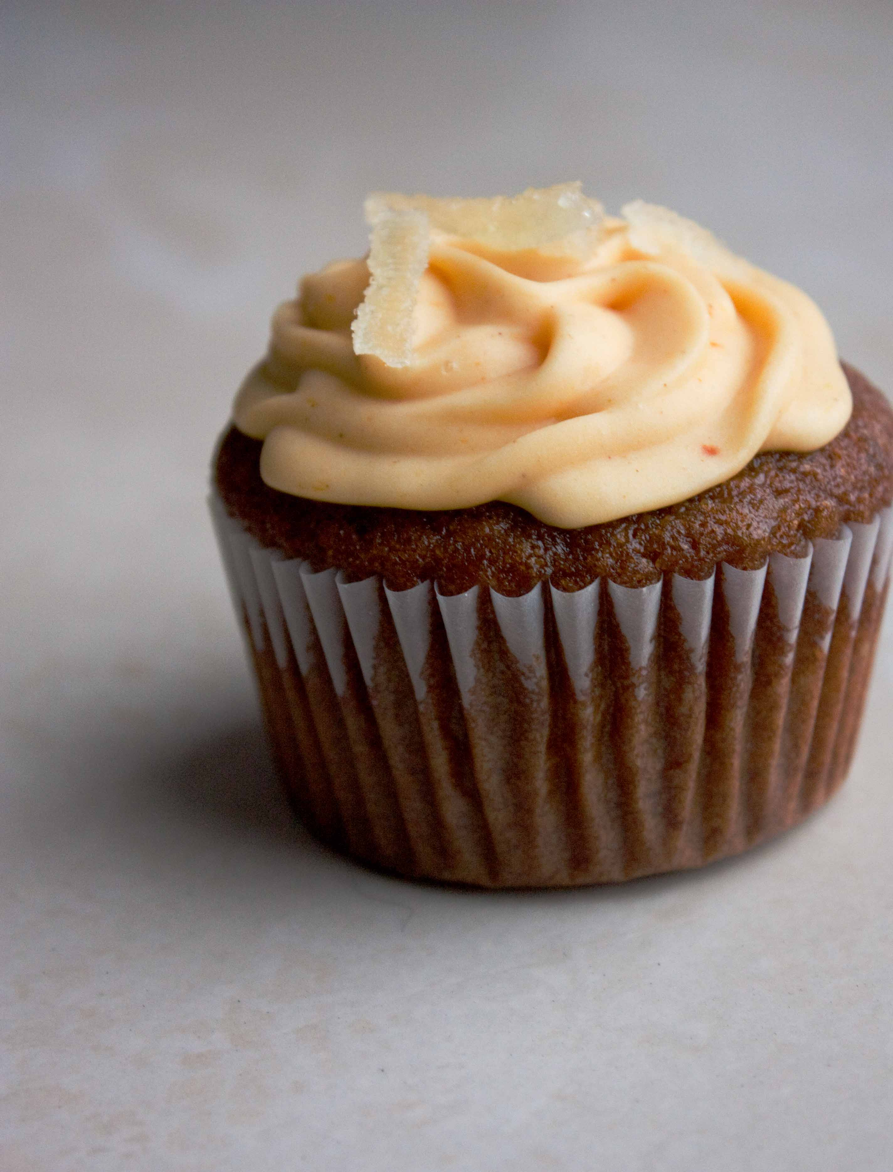Fall Cupcakes: Gingerbread Cupcakes with Caramel Filling ...