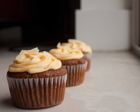 : Gingerbread Cupcakes with Caramel Filling and Pumpkin-Cream Cheese ...