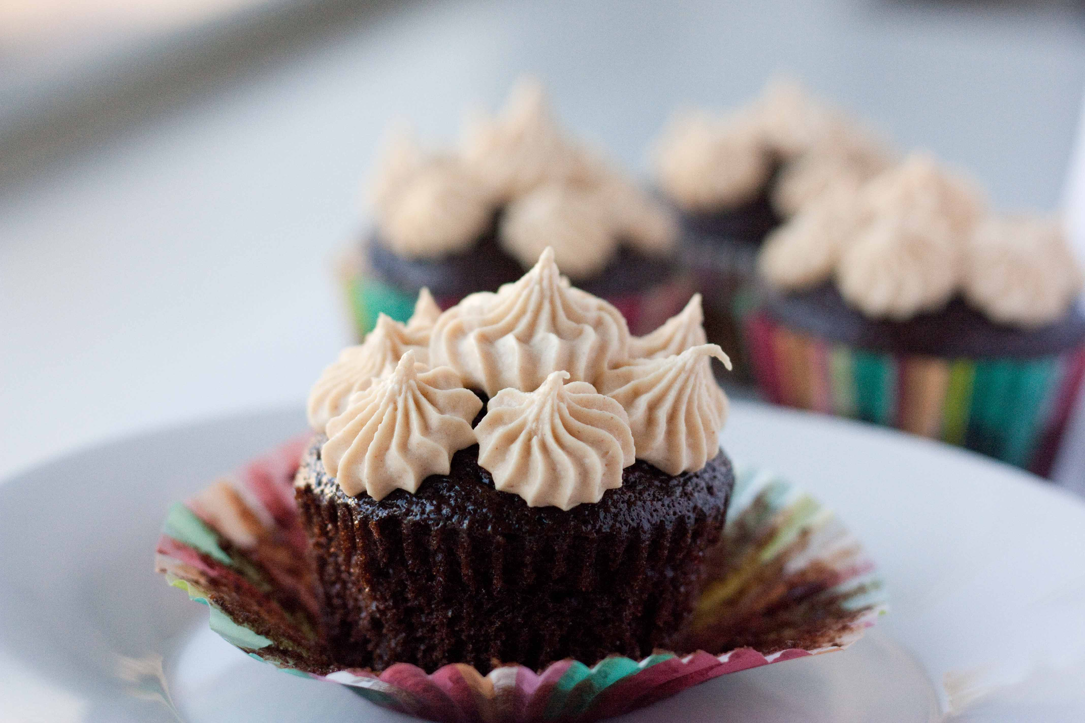 Chocolate Cupcakes with Peanut Butter Mousse Filling and Peanut Butter ...